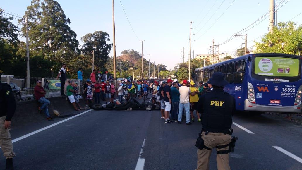 Obstrução da Rodovia Régis Bittencourt em Taboão da Serra (SP) - 28/05/2018
