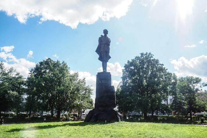 2. Estátua do escritor Máximo Górki, em Níjni Novgorod