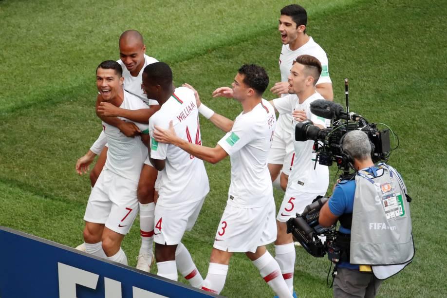 Jogadores de Portugal comemoram gol de Cristiano Ronaldo na partida contra o Marrocos no estádio Luzhniki em Moscou - 20/06/2018