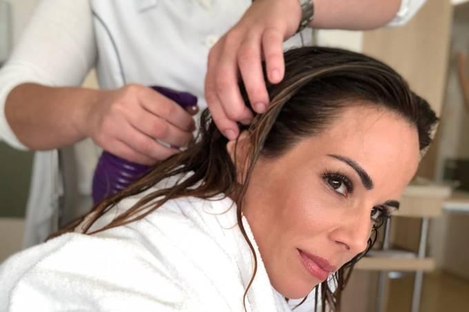 Ana Furtado explica técnica usada para diminuir a queda de cabelo durante a quimioterapia