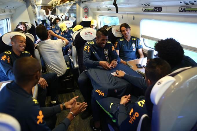 Seleção Brasileira viaja de trem para Liverpool