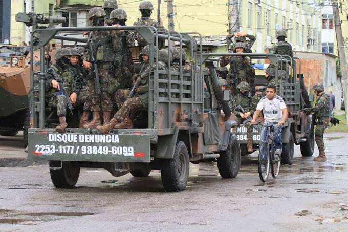 Segundo dia de operação na Cidade de Deus, no Rio.