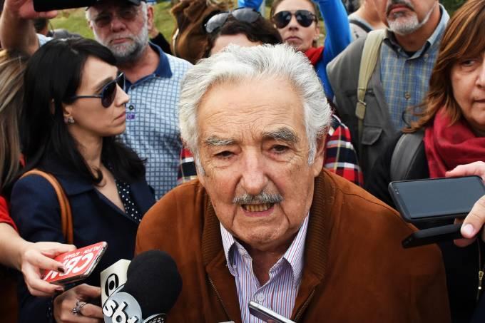 José Mujica visita Lula em Curitiba