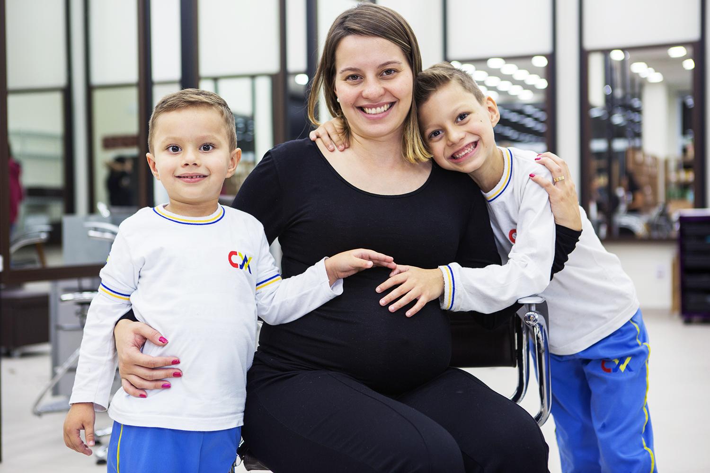 Caroline Nicoletta com seus filhos Enzo Gabriel e Pedro Henrique - 05/06/2018