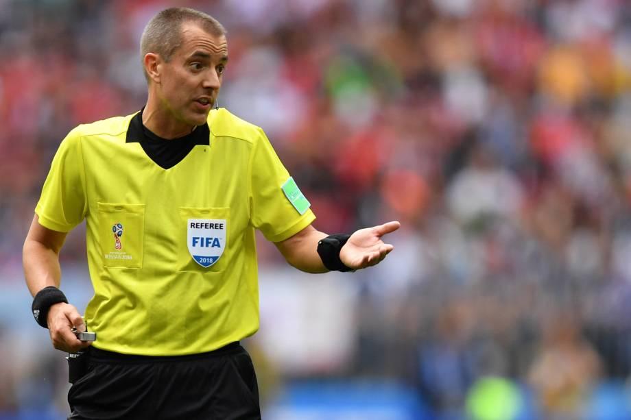 O árbitro norte-americano Mark Geiger durante partida entre Portugal e Marrocos