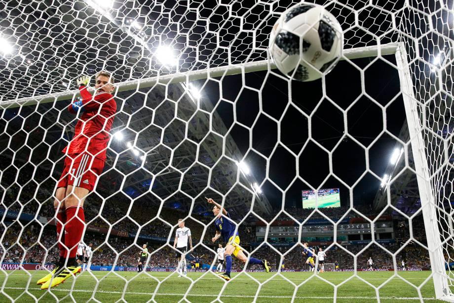 Suécia marca gol contra a Alemanha, em partida válida pelo grupo F da Copa do Mundo - 23/06/2018