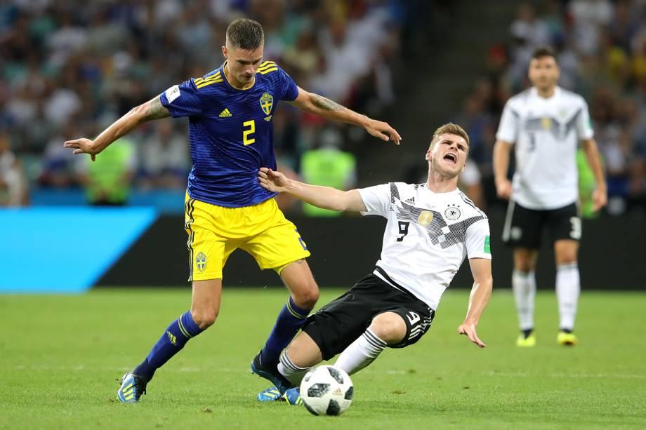 Timo Werner recebe falta de Mikael Lustig, durante partida entre Alemanha e Suécia, válida pelo grupo F da Copa do Mundo - 23/06/2018
