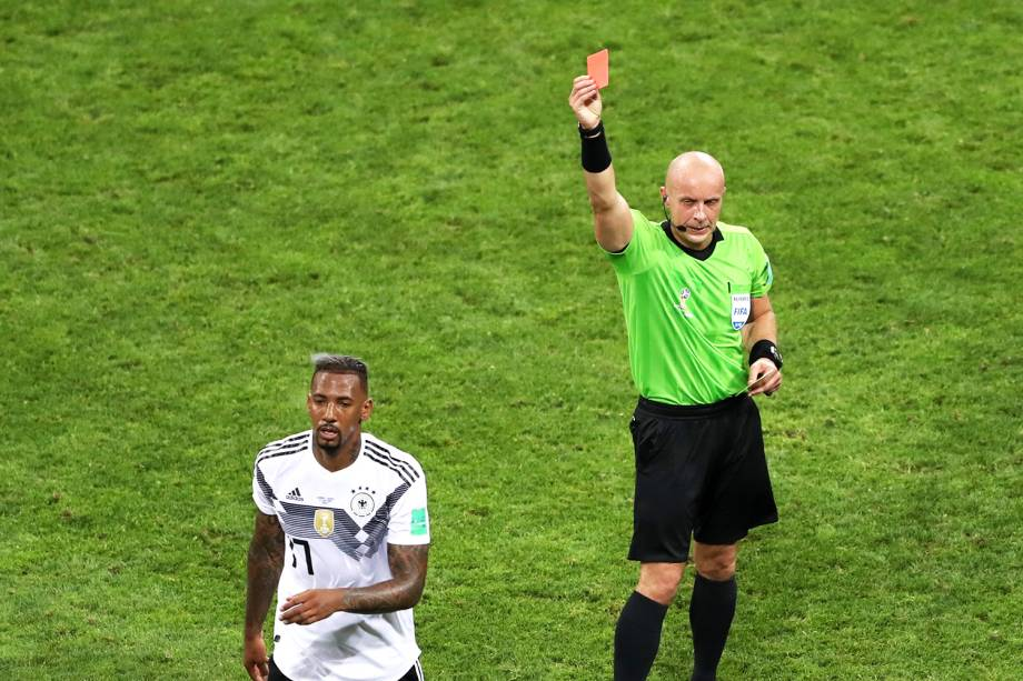 Jerome Boateng é expulso de campo durante partida entre Alemanha e Suécia - 23/06/2018