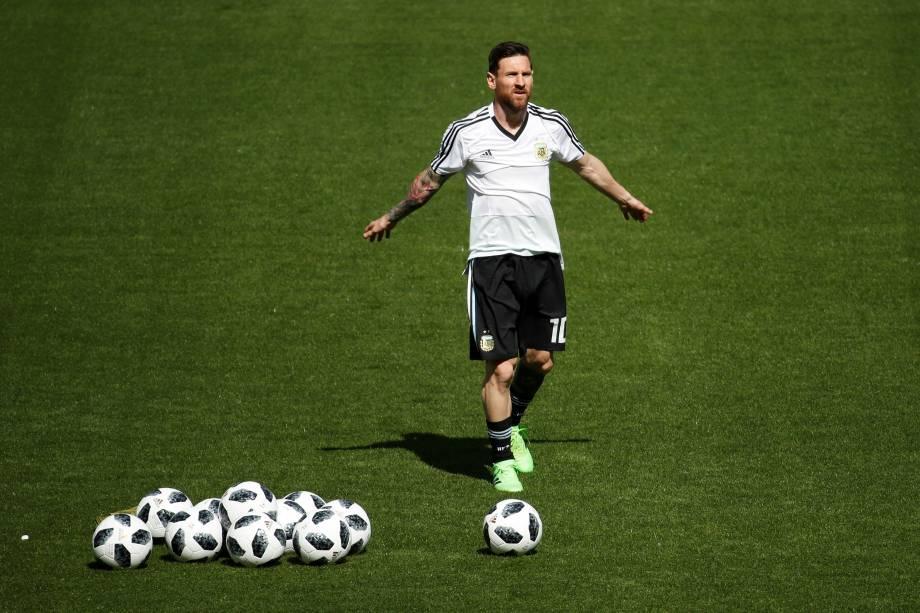 Lionel Messi faz aquecimento antes da partida contra a Islândia no estádio Spartak em Moscou - 16/05/2018