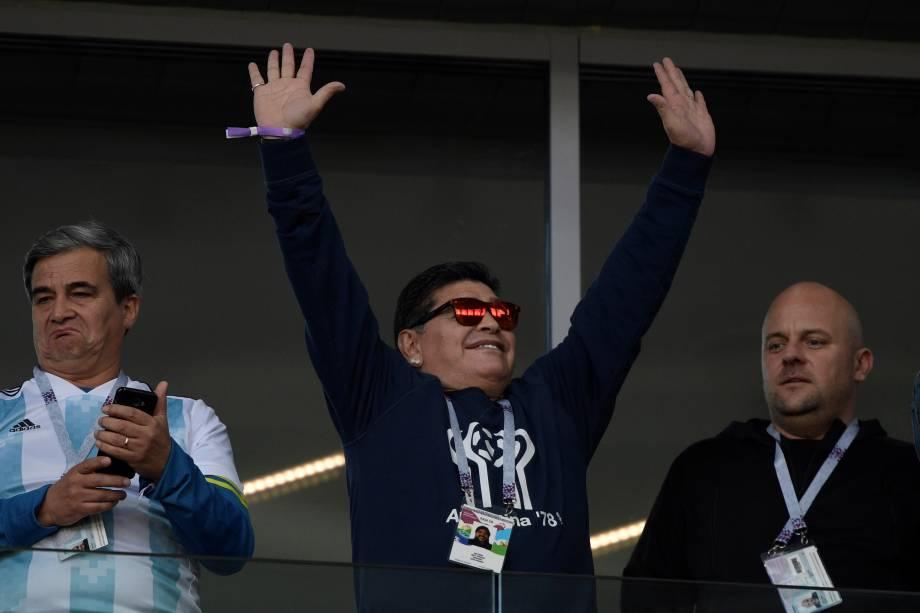 O ex-jogador Diego Maradona marca presença na partida entre Argentina e Islândia no estádio Spartak, em Moscou - 16/06/2018