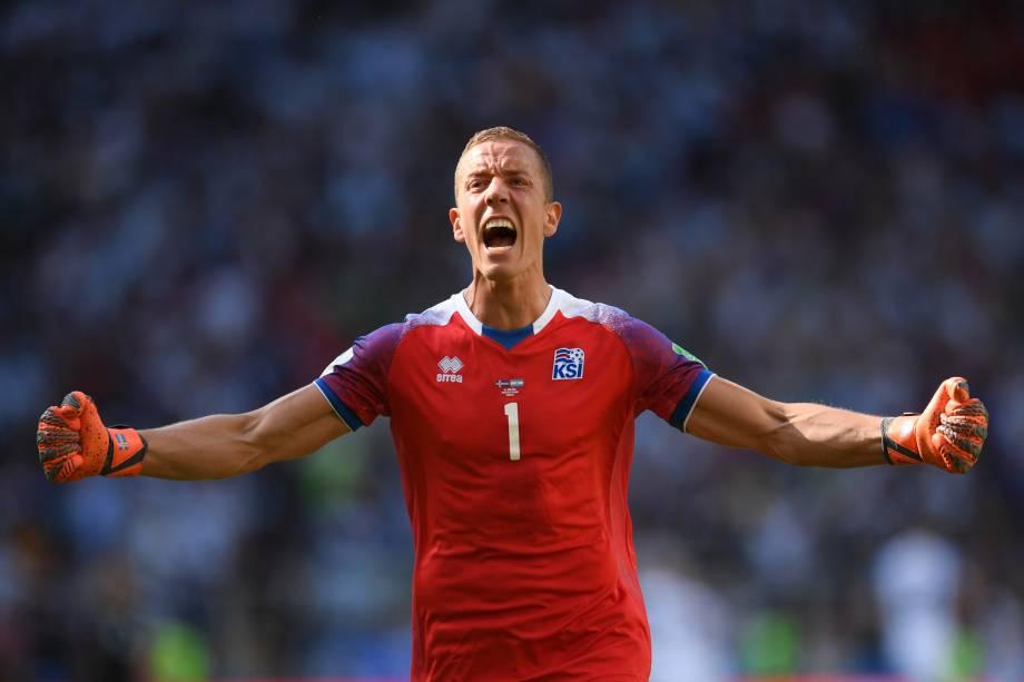 O goleiro Hannes Halldorsson comemora gol de empate da Islândia na partida contra a Argentina, no estádio Spartak em Moscou - 16/06/2018