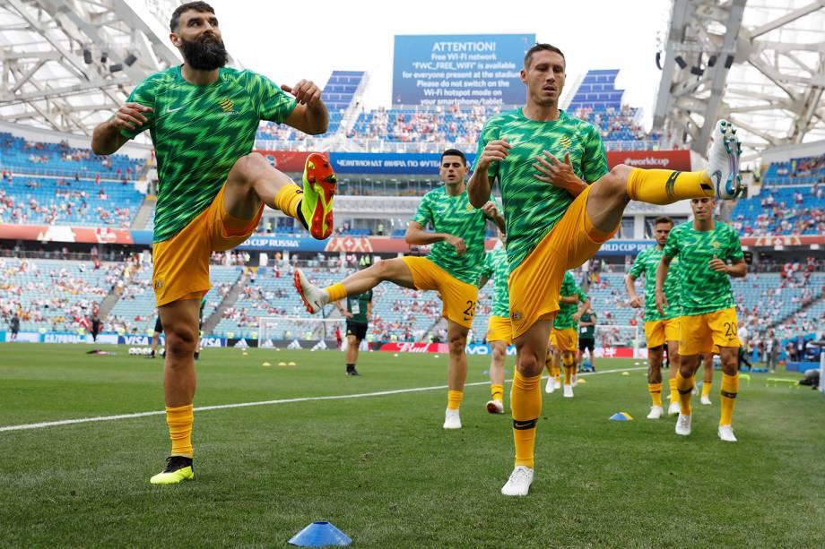 Jogadores da seleção australiana se aquecem para a partida contra o Peru, válida pela terceira rodada do grupo C, no estádio Fisht - 26/06/2018