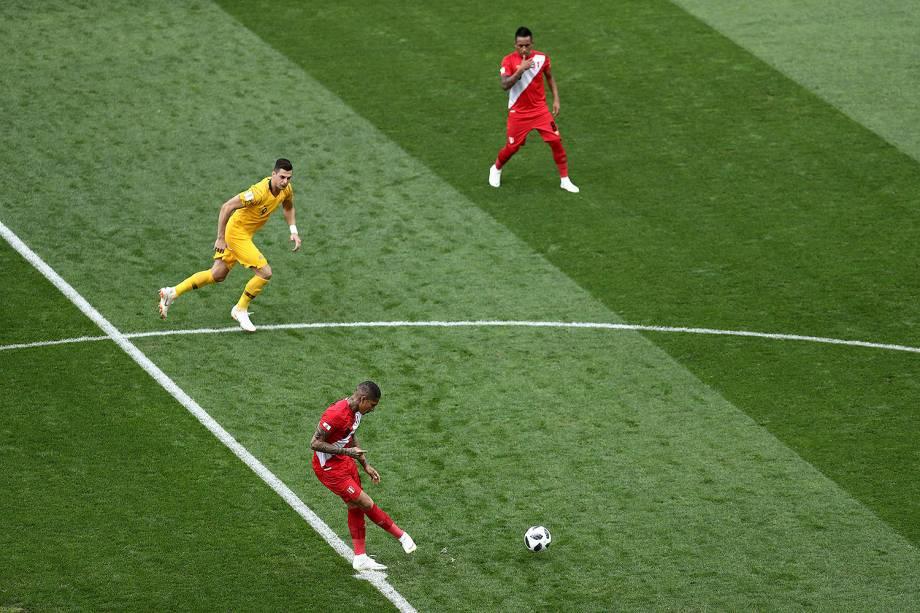 É dado o pontapé inicial na partida entre Austrália e Peru no estádio Fisht - 26/06/2018