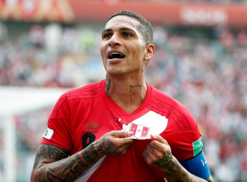 O atacante Paolo Guerrero comemora o segundo do Peru na partida contra a Austrália em Sochi - 26/06/2018