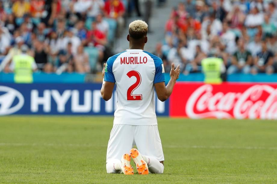O panamenho Michael Amir Murillo faz oração antes da partida contra a Bélgica, em Sochi - 18/06/2018