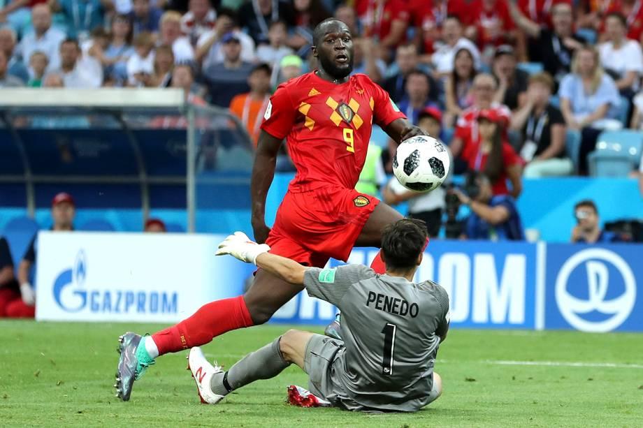 O belga Romelu Lukaku marca seu terceiro gol, por cima do goleiro do Panamá, durante a partida válida pelo Grupo G da Copa do Mundo Rússia 2018