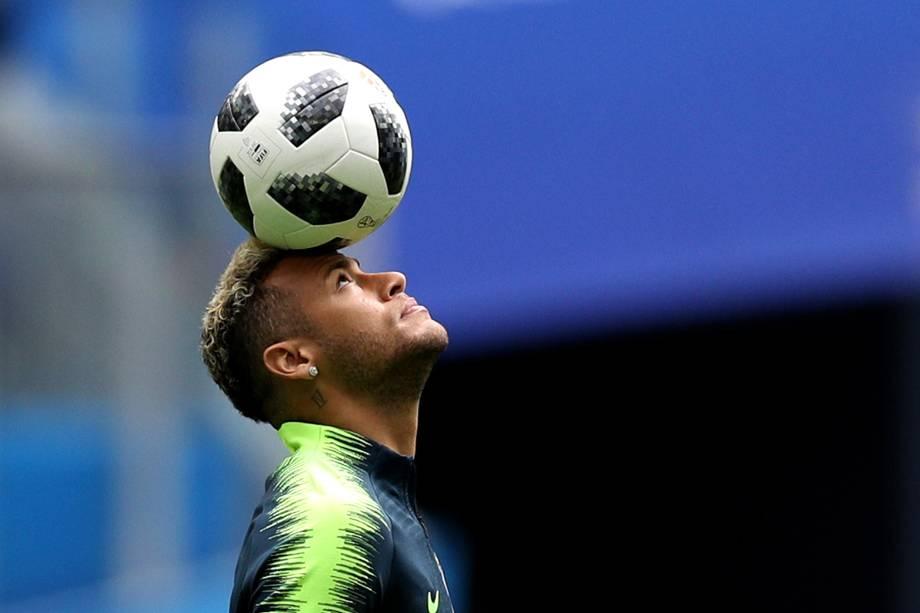 Neymar faz aquecimento antes da partida contra a Costa Rica no estádio São Petesburgo - 22/06/2018