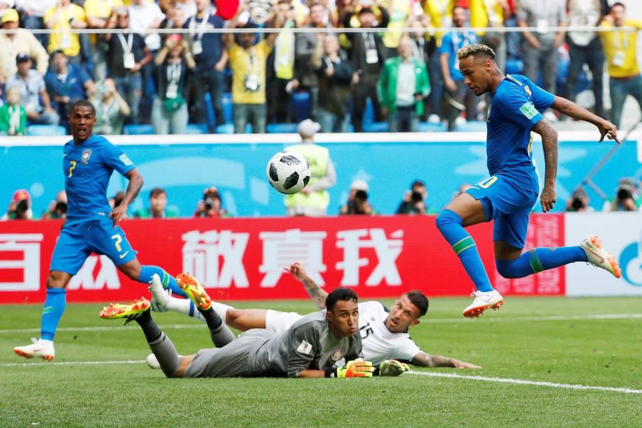 Neymar marca o segundo gol do Brasil, nos acréscimos da partida contra a Costa Rica - 22/06/2018