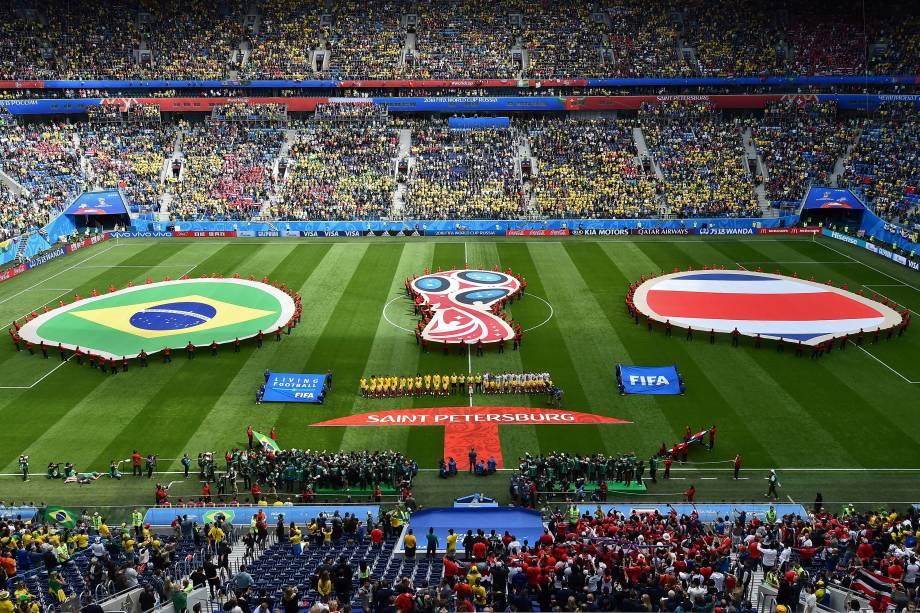 As seleções de Brasil e Costa Rica cantam os hinos nacionais antes do início da partida no estádio São Petesburgo - 22/06/2018