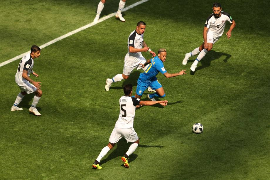 Neymar Jr é marcado por quatro jogadores da Costa Rica, durante o confronto válido pelo grupo E - 22/06/2018