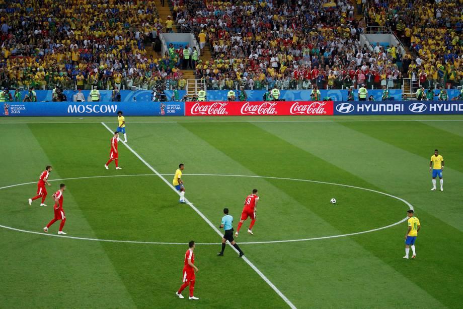 É dado o pontapé inicial na partida entre Sérvia e Brasil, pelo grupo E, no estádio Spartak - 27/06/2018
