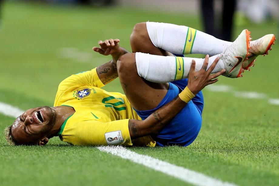 Neymar reage após uma falta recebida na partida contra a Sérvia - 27/06/2018
