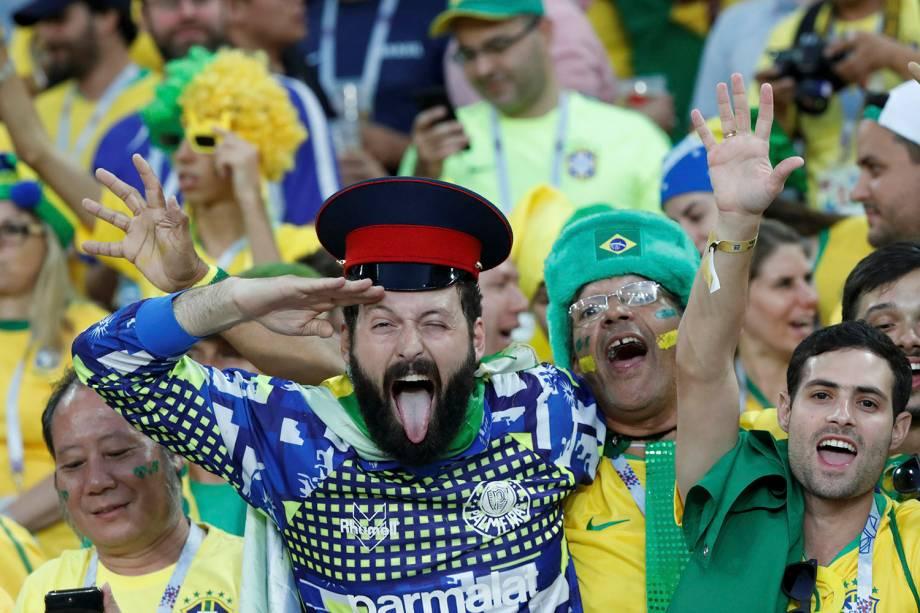 Torcedores brasileiros se animam na torcida da partida contra a Sérvia, no estádio Spartak - 27/06/2018