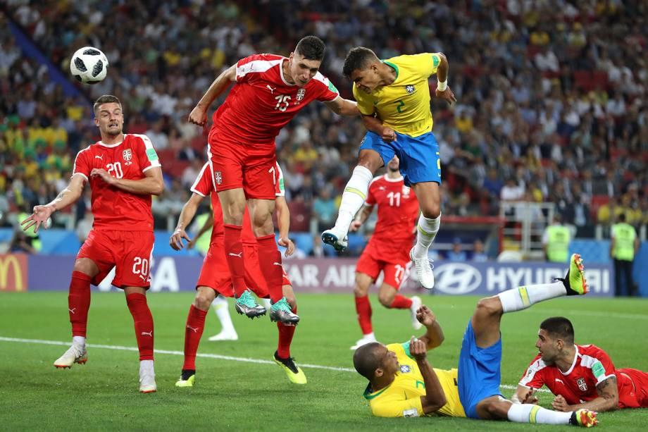 Thiago Silva marca, de cabeça, o terceiro gol; do Brasil na partida contra a Sérvia - 27/06/2018