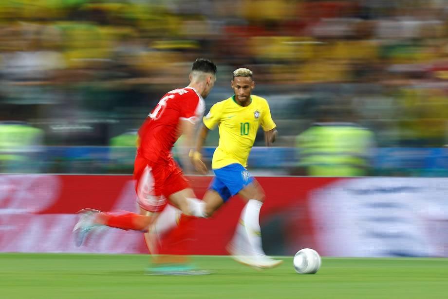 Neymar é visto durante o confronto entre Sérvia e Brasil, válido pela terceira rodada do grupo E, no estádio Spartak - 27/06/2018