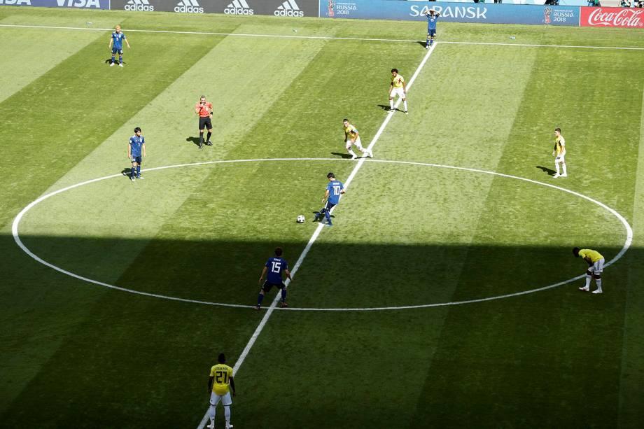 É dado o pontapé inicial da partida entre Colombia e Japão no estádio Mordovia Arena, em Saransk