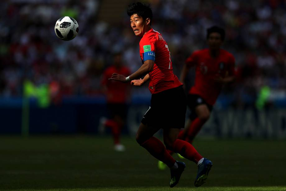 Heungmin Son, da Coréia do Sul, se prepara para chutar a bola durante a partida contra a Alemanha, na Arena Kazan - 27/06/2018
