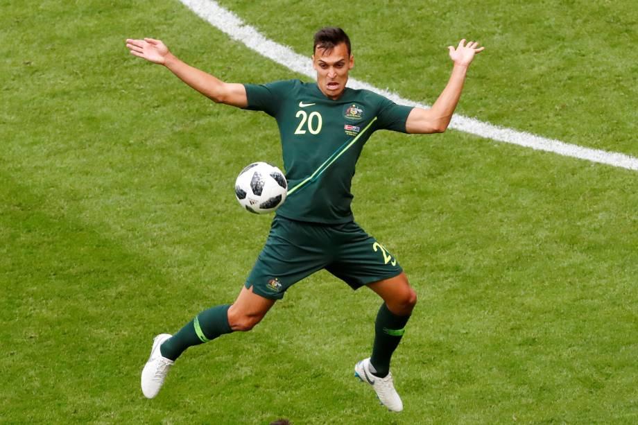 O australiano Trent Sainsbury em ação na partida contra a Dinamarca na arena Samara - 21/06/2018