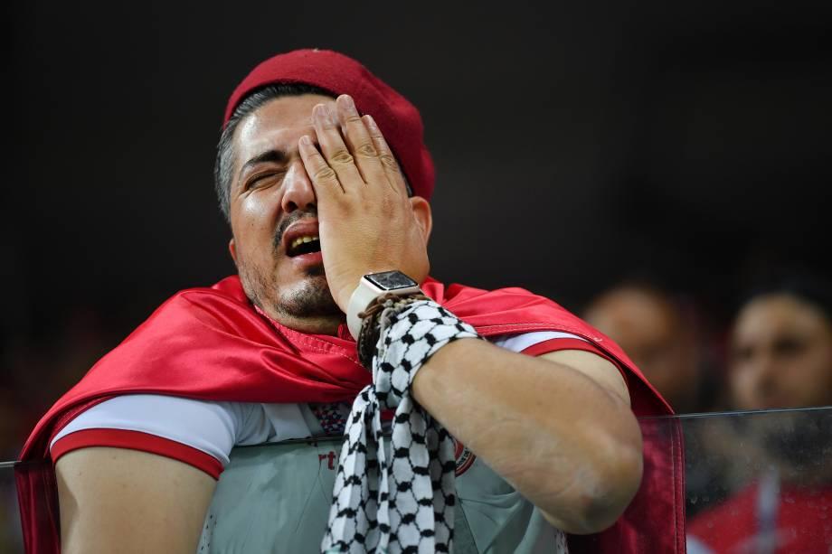 Torcedor chora após a Tunísia ser derrotada por Inglaterra por 2 a 1, em partida válida pelo grupo G da Copa do Mundo, realizada em Volgogrado - 18/06/2018