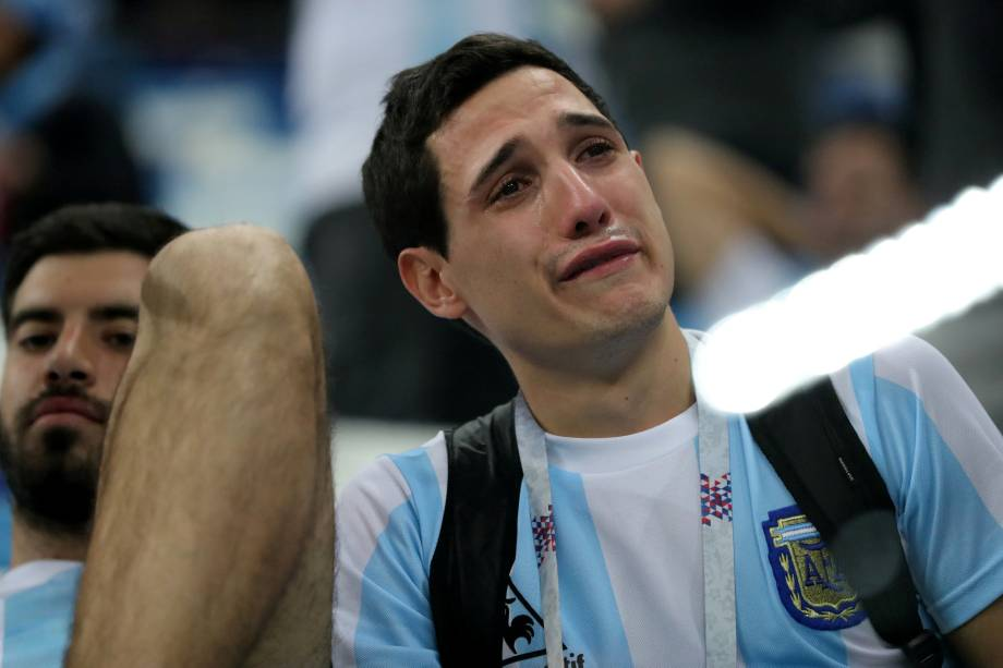 Torcedor chora após a Argentina ser derrotada pela Croácia por 3 a 0, em partida válida pela segunda rodada do grupo D da Copa do Mundo - 21/06/2018
