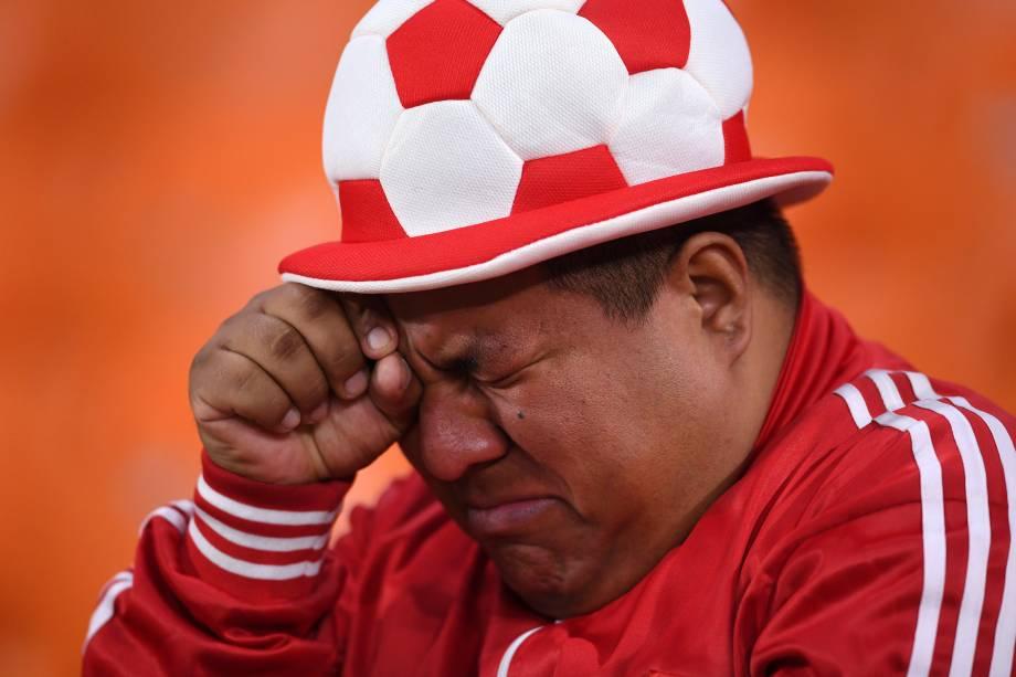 Torcedor chora após o Peru ser derrotado pela França por 1 a 0, em partida válida pelo grupo C da Copa do Mundo, realizada em Ecaterimburgo - 21/06/2018