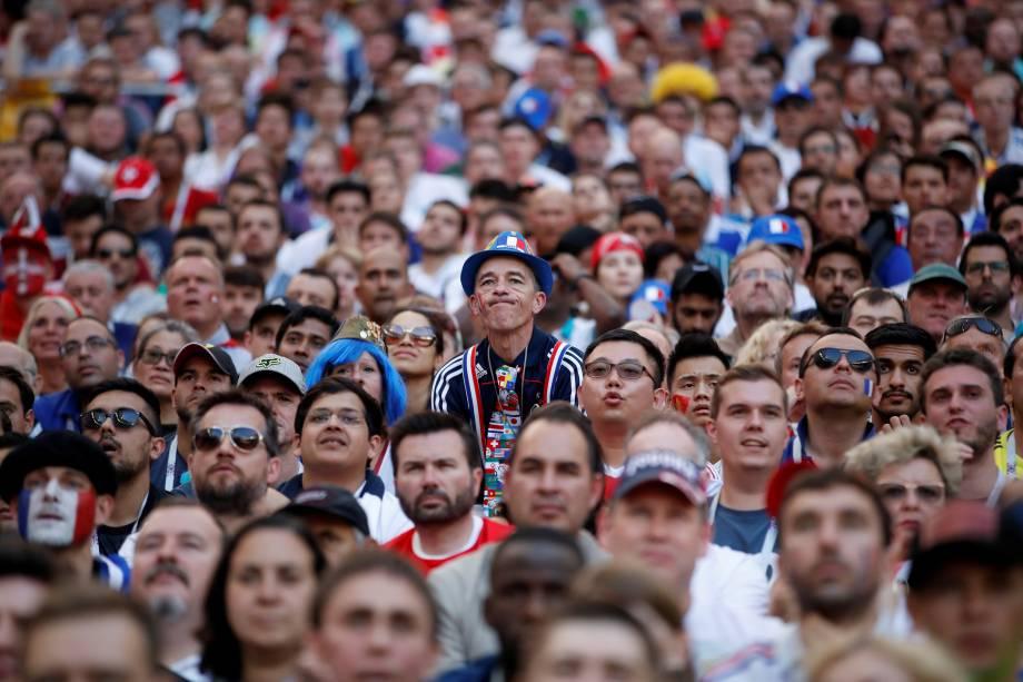 Torcedor francês acompanha partida entre França e Dinamarca, válida pela terceira rodada do grupo C da Copa do Mundo. O jogo acabou em 0 a 0, sendo o primeiro sem gols neste Mundial - 26/06/2018