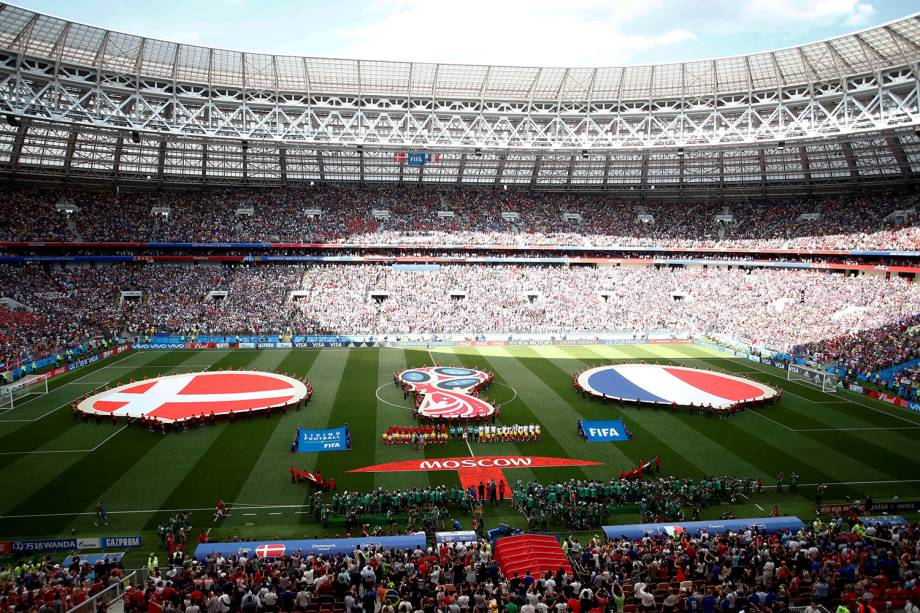 Seleções da Dinamarca e França se alinham antes de partida no Estádio Luzhniki em Moscou - 26/06/2018
