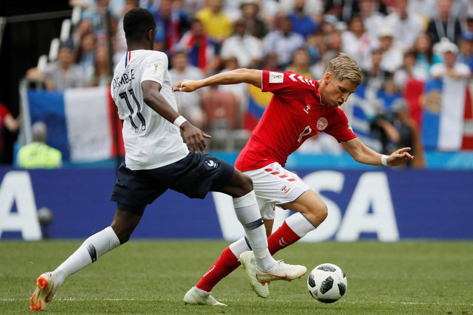 Jens Stryger Larsen da Dinamarca durante jogada contra Ousmane Dembele - 26/05/2018