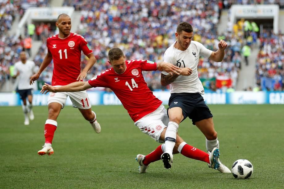 Henrik Dalsgaard da Dinamarca durante jogada contra Lucas Hernandez da França - 26/06/2018
