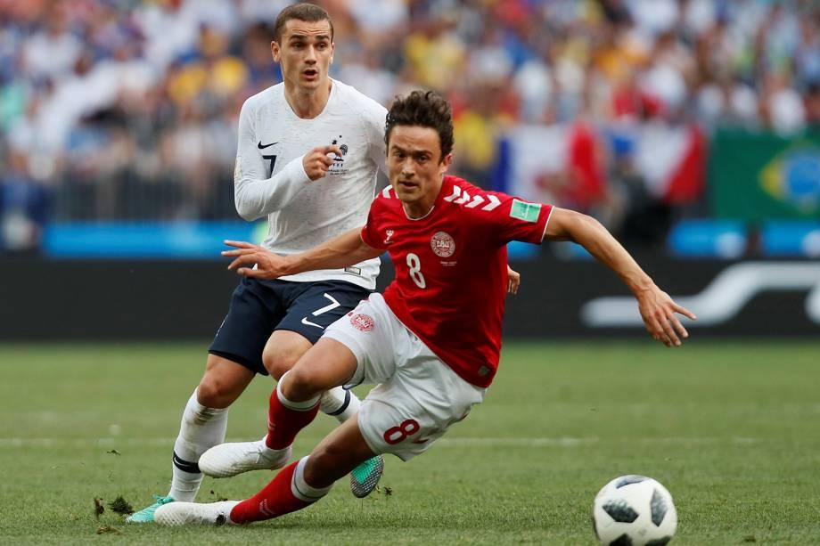 Thomas Delaney da Dinamarca durante jogada com Antoine Griezmann da França - 26/06/2018