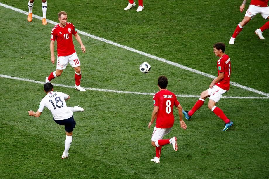Nabil Fekir da França tenta marcar gol em partida contra a Dinamarca - 26/06/2018