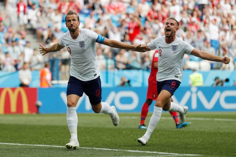 O atacante Harry Kane comemora com o meia Jordan Henderson o segundo gol da Inglaterra na partida contra Panamá, válida pela segunda rodada do grupo G em Níjni Novgorod - 24/06/2018