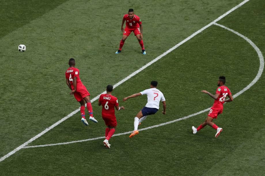 Jesse Lingard chuta de fora da área para marcar o terceiro gol da Inglaterra contra o Panamá, em partida válida pela segunda rodada do grupo G em Níjni Novgorod - 24/06/2018