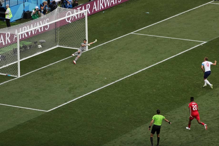 O atacante Harry Kane marca de pênalti o quinto gol da Inglaterra contra o Panamá, em partida válida pela segunda rodada do grupo G em Níjni Novgorod - 24/06/2018