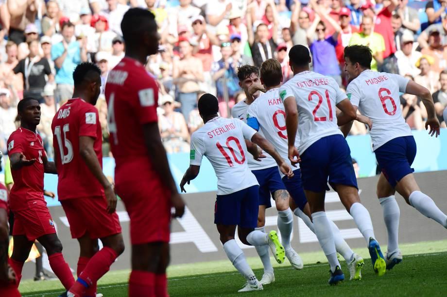 Jogadores da Inglaterra comemoram o quarto gol na partida contra o Panamá, válida pela segunda rodada do grupo G em Níjni Novgorod - 24/06/2018