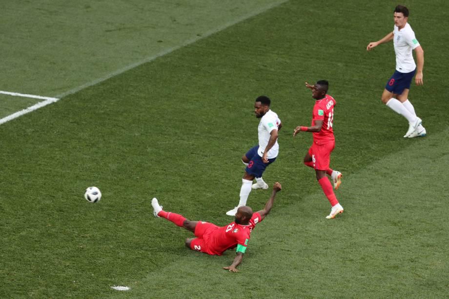 Felipe Baloy marca o primeiro gol do Panamá na partida contra a Inglaterra, em partida válida pela segunda rodada do grupo G em Níjni Novgorod - 24/06/2018