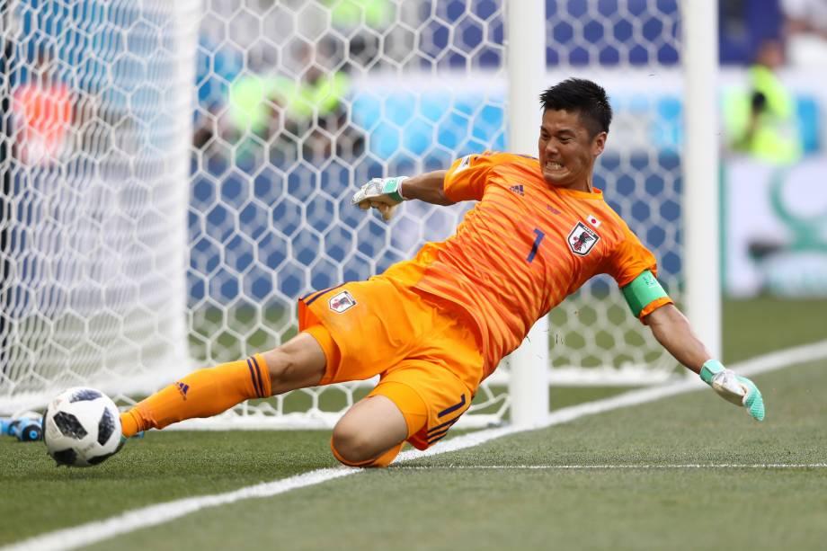 O goleiro japonês Eiji Kawashima se esforça para evitar um escanteio na partida contra a Polônia, na arena Volgogrado - 28/06/2018