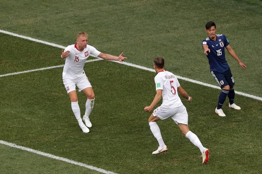 Jan Bednarek comemora com Kamil Glik o gol da Polônia na partida contra o Japão, válida pela terceira rodada do grupo H, na arena Volgogrado - 28/06/2018