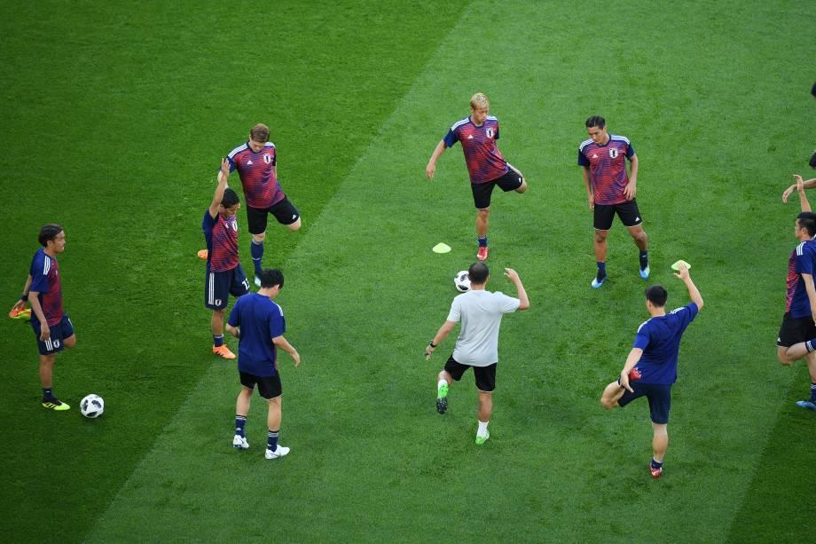Jogadores do Japão fazem aquecimento antes da partida contra Senegal em Ecaterimburgo - 24/06/2018