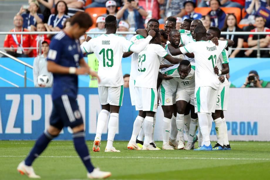 Jogadores de Senegal comemoram o gol de Sadio Mané na partida contra o Japão, válida pela segunda rodada do grupo H em Ecaterimburgo - 24/06/2018